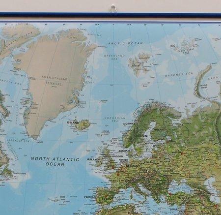 ŚWIAT 136 x 86 cm laminowana mapa ścienna z zawieszką 1:30 000 000 MAPS INTERNATIONAL (5)